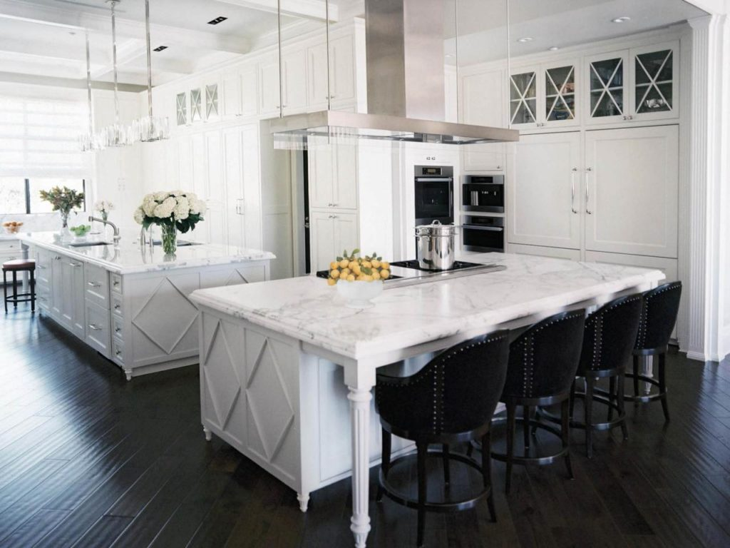 DP_Jamie-Herzlinger-white-traditional-kitchen-island-seating_h.jpg.rend.hgtvcom.1280.960