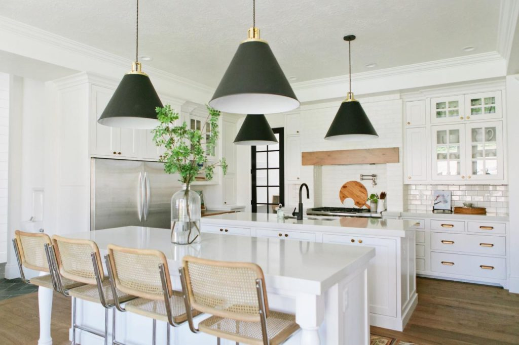House-of-Jade-Interiors_Kitchen-Dining_1.jpg.rend.hgtvcom.1280.853