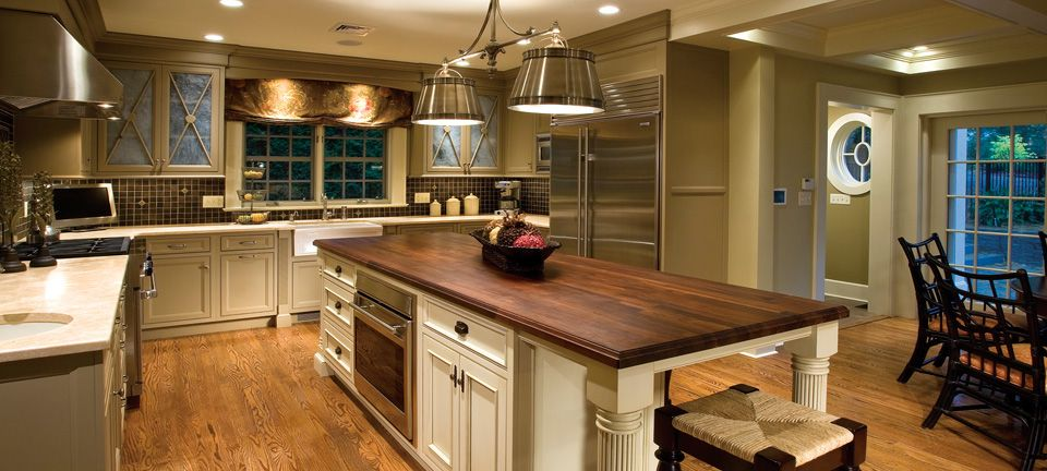 traditional-kitchen-with-pendant-lights-i_g-ISt00t0y5nyxja1000000000-anq4v
